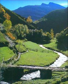 Riviertje in het groene deel van Spanje
