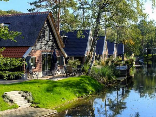 Prachtige bungalows aan het water bij Roompot Droompark De Zanding
