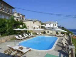 Het zwembad bij El Suites in Pilion