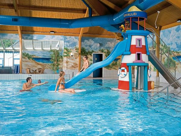 Zwembad glijbaan Landal Sluftervallei