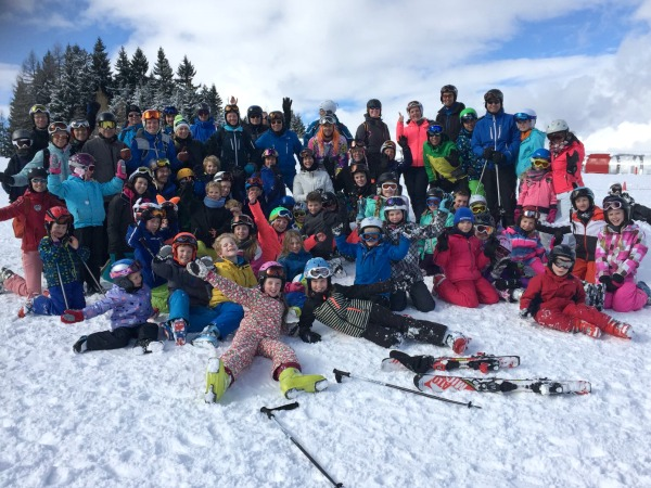 Op de foto met de hele wintersport groep