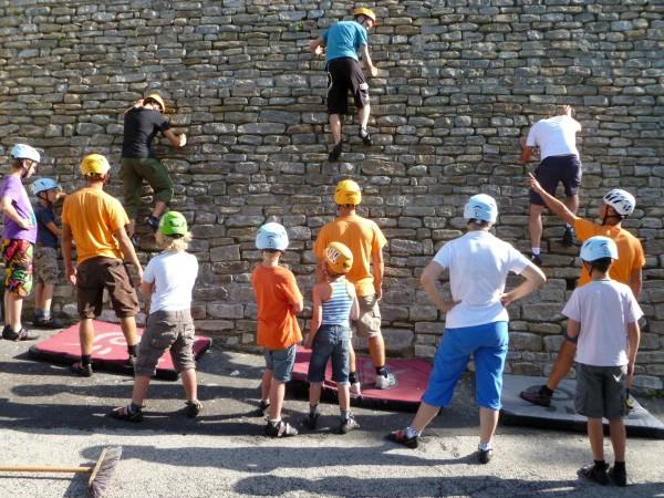 Boulderen op een Middeleeuwse stadsmuur