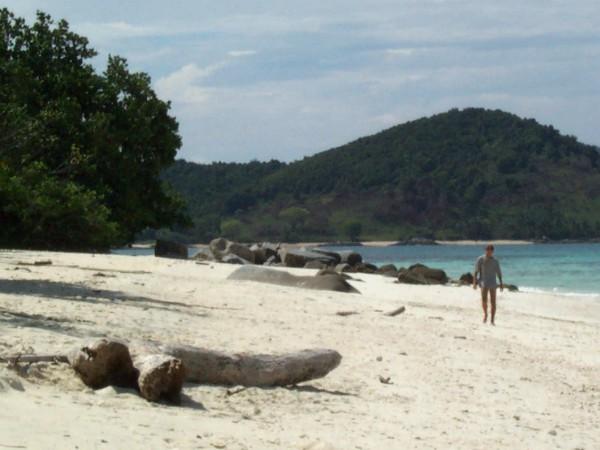 Verlaten stranden op de Expeditie Robinson Eilanden