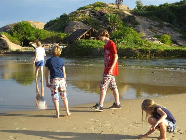 Het strand bij Hikkaduwa