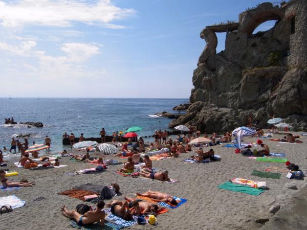 Het strand van Montorosso aan de Cinque Terre