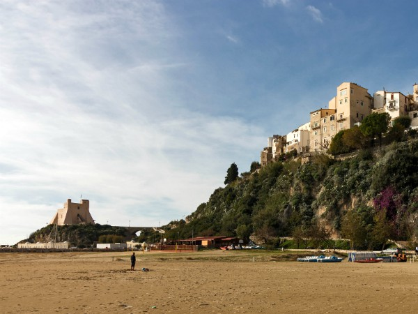 Het strand bij Sperlonga in Lazio