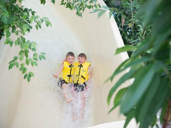 plezier in de wildwaterbaan van sunparks