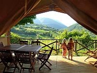 Uitzicht uit een luxe safaritent