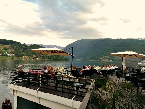 Het zonneterras van het Strand Fjord Hotel