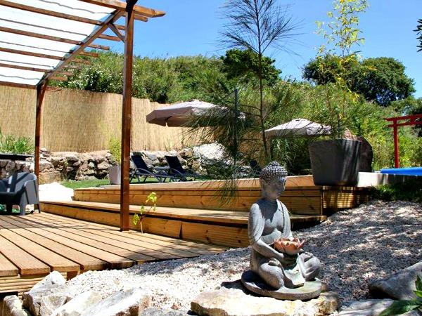 Opstapje naar terras en zwembad van Quinta Japonesa