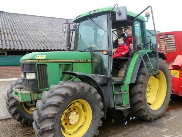 Bij Boer Frans in de tractor