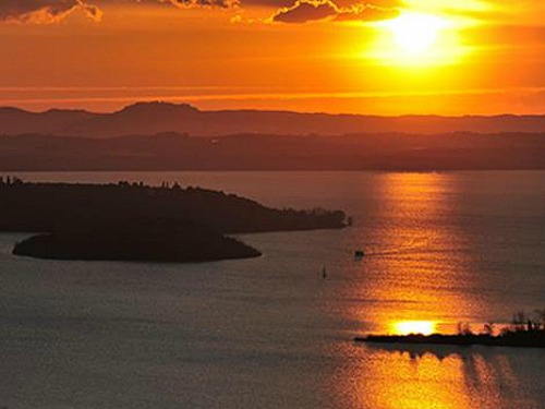 zonsondergang meer van Trasimeno