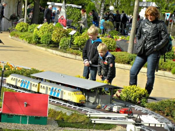 Een Nederlandse trein van Lego in Miniland