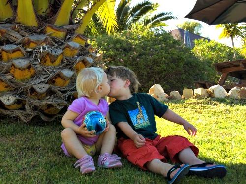 Kids in de romantische tuin