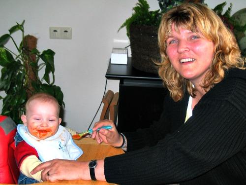 Heerlijk kliederen met vaste babyvoeding
