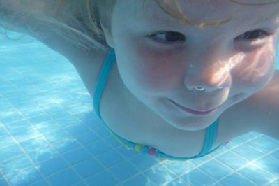 nu even alleen onder water zwemmen