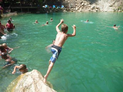 springen in het ijskoude water