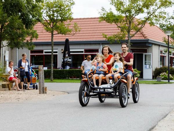 gezellig familiefietsen bij vakantiepark toppershoedje