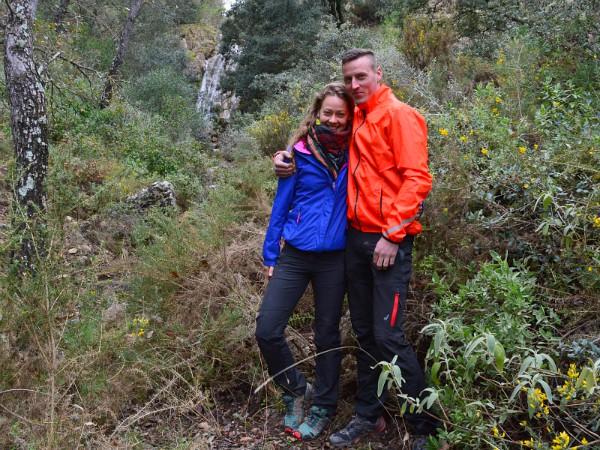 Bert en Grietje in de natuur bij de waterval