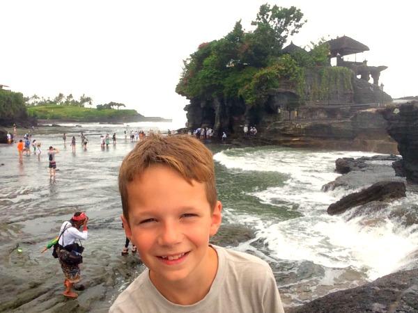 Bij de Tanah Lot tempel op Bali, Indonesië