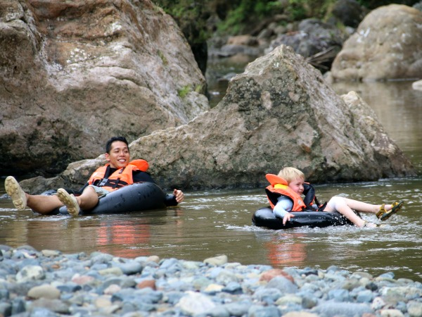 Heerlijk tuben op de rivier