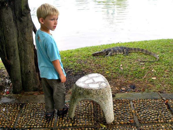 Tycho bij een varaan in Lumphini Park