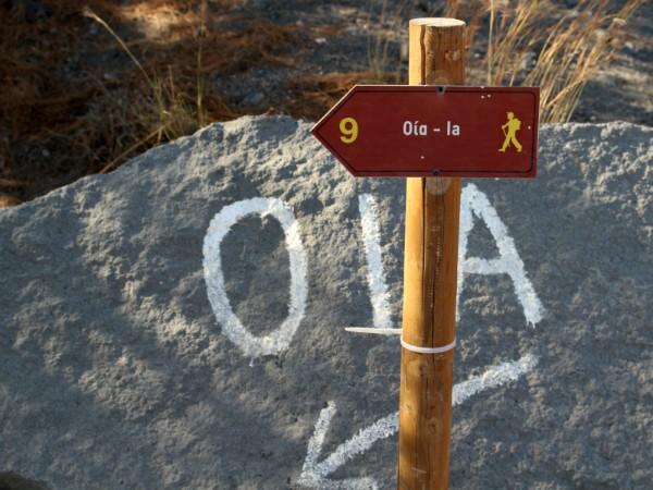 Volg de bordjes voor de wandelroute naar Oia