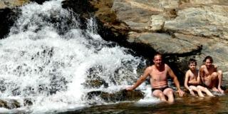 Zwemmen bij een waterval