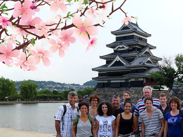 Poseren voor een mooie tempel in Japan