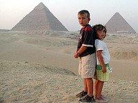 Bij de piramides van Gizeh