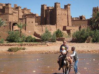 Op een ezeltje bij kasbah Ben Ait Haddou