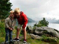 met de kinderen in Noorwegen