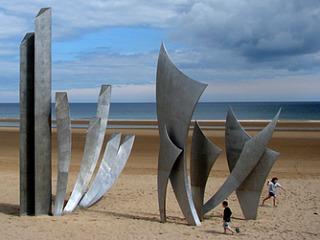 Oorlogsmonument aan de Normandische kust