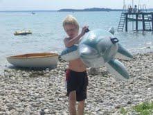 Kijk eens wat een grote vis ik gevangen heb in Italië