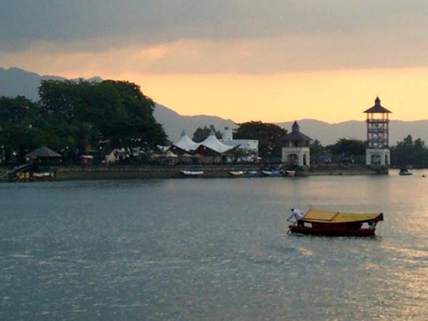 De Sarawak rivier in Kuching, Maleisië
