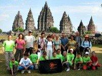 De Sawadee groep voor de Prambanan tempels