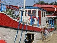 Speelboot bij de Krim