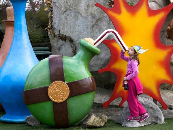 Slurpen van de toverdrank in Parc Asterix in Noord Frankrijk