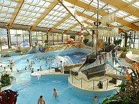 Zwembad bij hotel Aquapalace