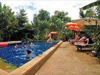 Zwembad bij Little Village