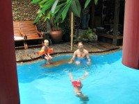 Het sfeervolle zwembad van Villa Cha-Cha
