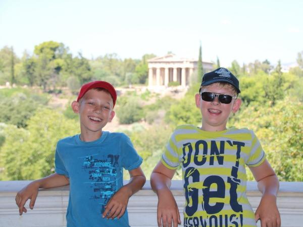 Zeb en Tycho bij de oude Agora in Athene