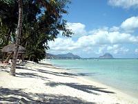 Mooi zonnig strand