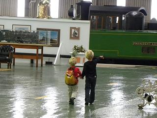 Zeb en Tycho in het treinmuseum van Zuid-Afrika
