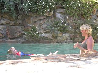 In het zwembad van Makuti lodge