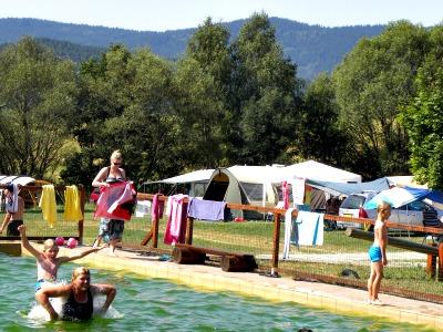 Het zwembad op Camping Chvalsiny