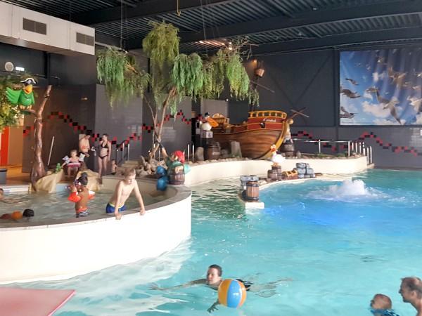 Zwemmen in het binnenbad van Landal Esonstad