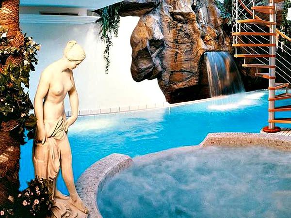 Het mooie zwembad van Hotel Luna Mondschein
