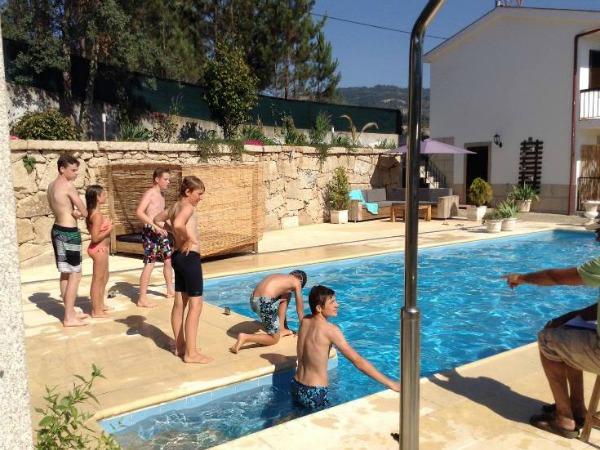 Spelletjes in en om het zwembad