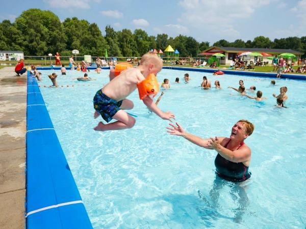 Het Buiten zwembad van Vakantiepark Dierenbos